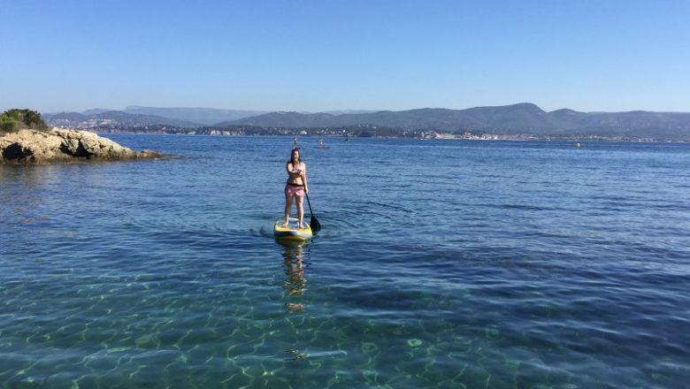 Croisière autour des îles en catamaran