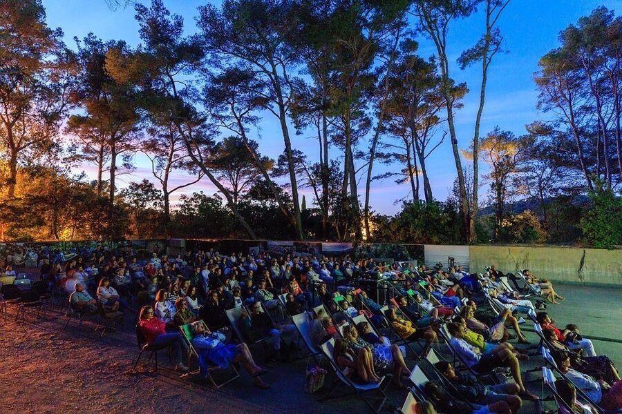 Cinéma plein air à la Villa Carmignac à Hyères - 0