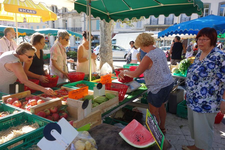 Le marché paysan du centre-ville à Hyères - 7