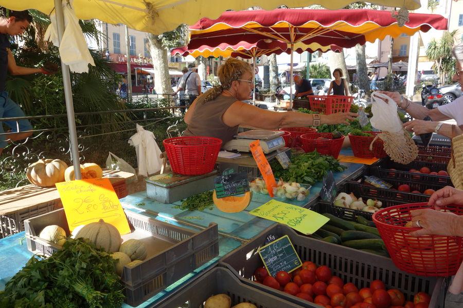 Le marché paysan du centre-ville à Hyères - 8