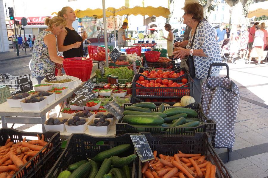 Le marché paysan du centre-ville à Hyères - 0