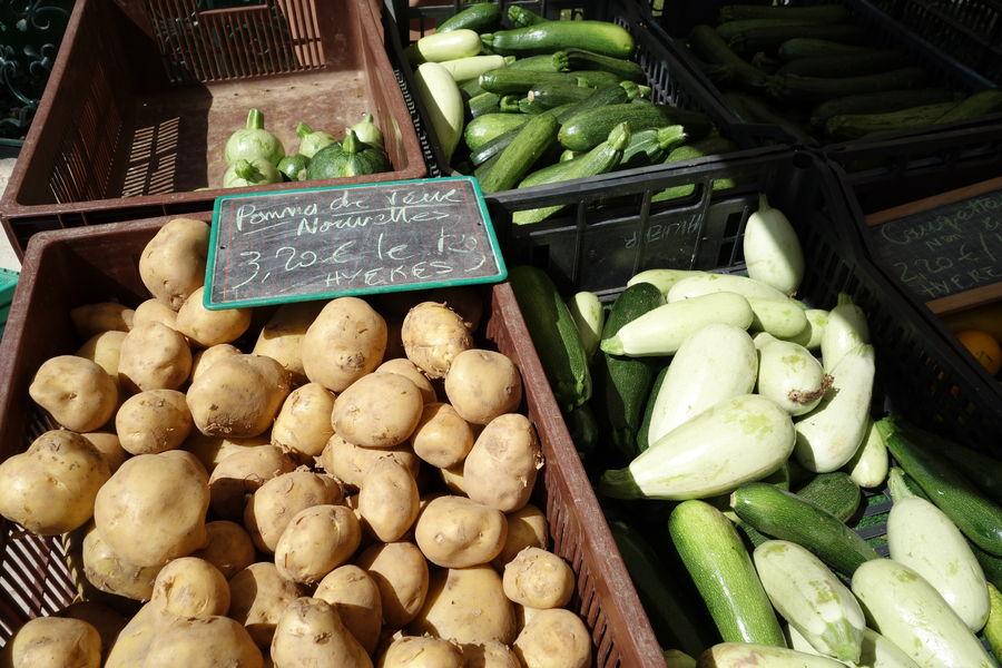 Le marché paysan du centre-ville à Hyères - 14