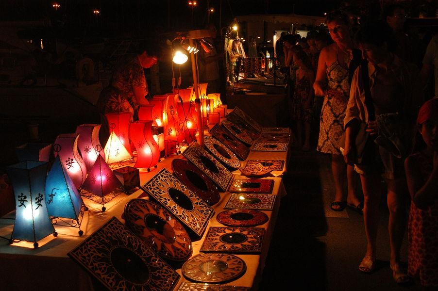 Nuitées estivales du port (marché nocturne) à Hyères - 1