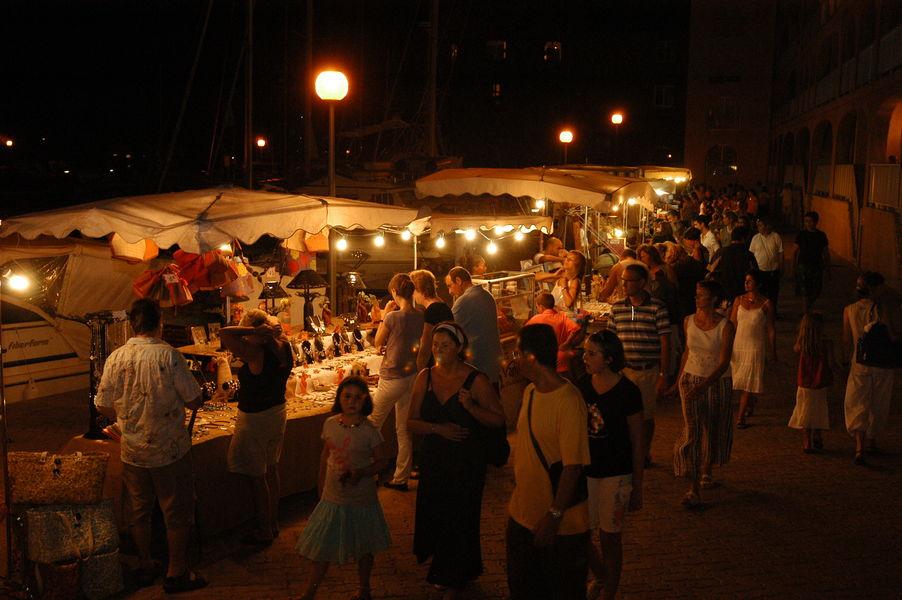 Nuitées estivales du port (marché nocturne) à Hyères - 2