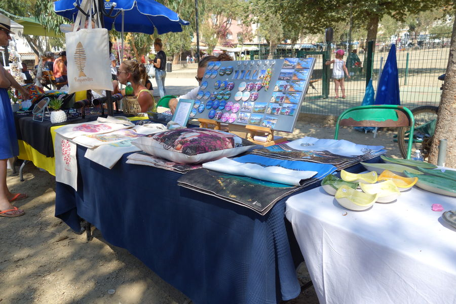 Marché artisanal à Porquerolles à Hyères - 4