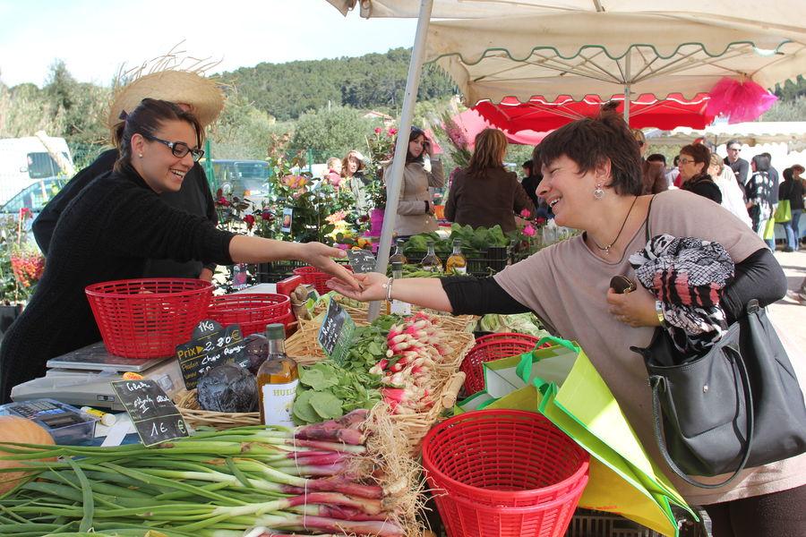 Marché agricole à Ollioules - 0