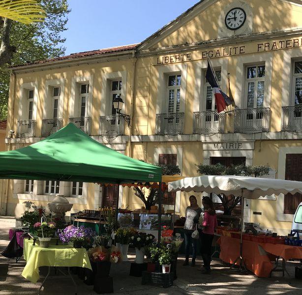 Petit marché à Le Revest-les-Eaux - 0