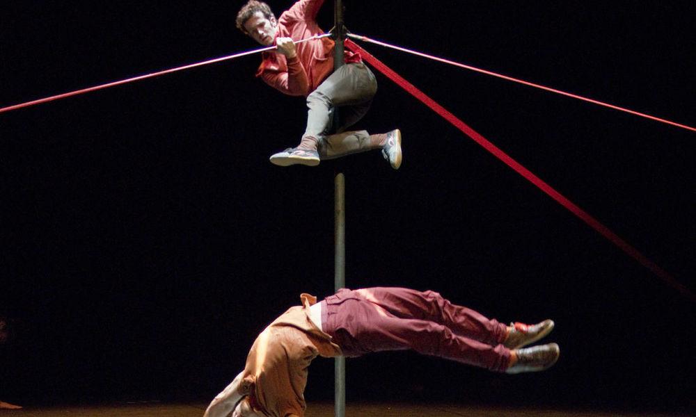 Cirque «Les genous rouges» par la compagnie Carré Blanc avec Michèle Dhallu à La Seyne-sur-Mer - 0