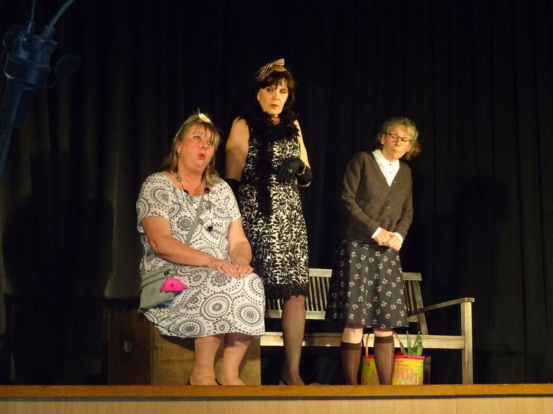Théâtre «Ouvrage de Dames» par la Compagnie du Troubadour à Ollioules - 0