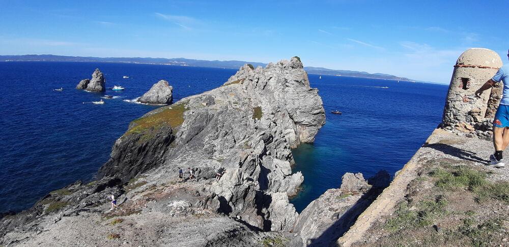 Point rencontre : Découverte des patrimoine naturel et paysager de l'île de Porquerolles à Hyères - 0