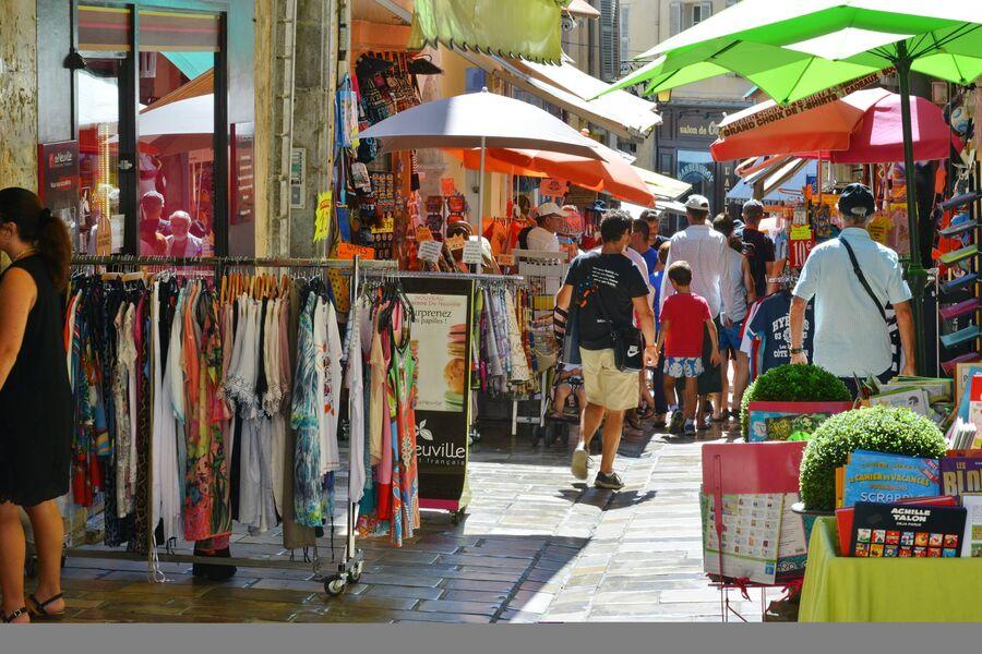 La grande braderie des commerçants à Hyères - 3