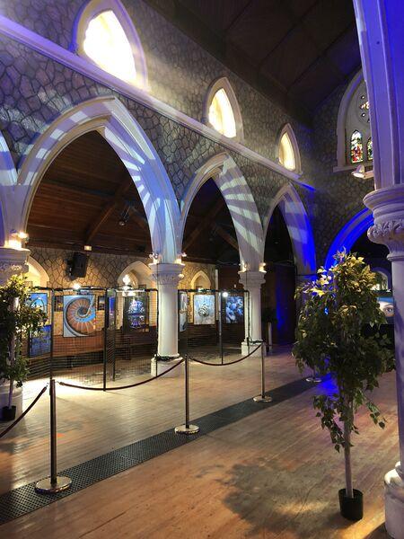 Exposition photo «Hyères en bleu» à l'église Anglicane à Hyères - 8