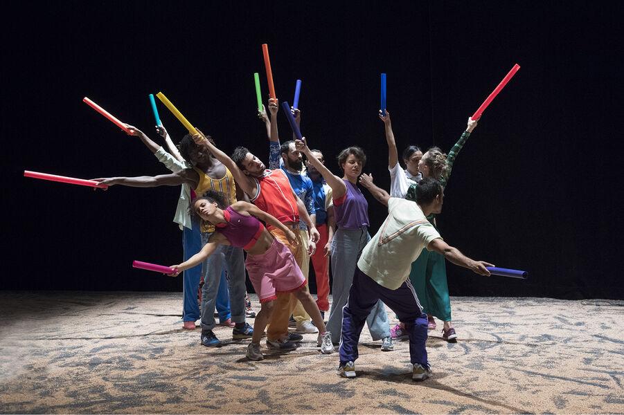Danse «Akzak, l'impatience d'une jeunesse reliée» d'Héla Fattoumi et Eric Lamoureux à Ollioules - 0