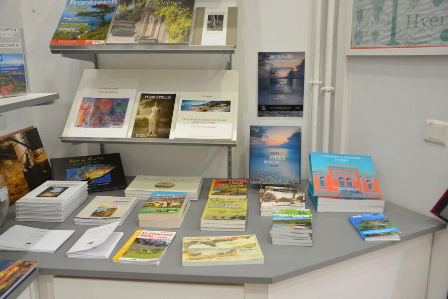Boutique de l'Office de Tourisme d'Hyères à Hyères - 3