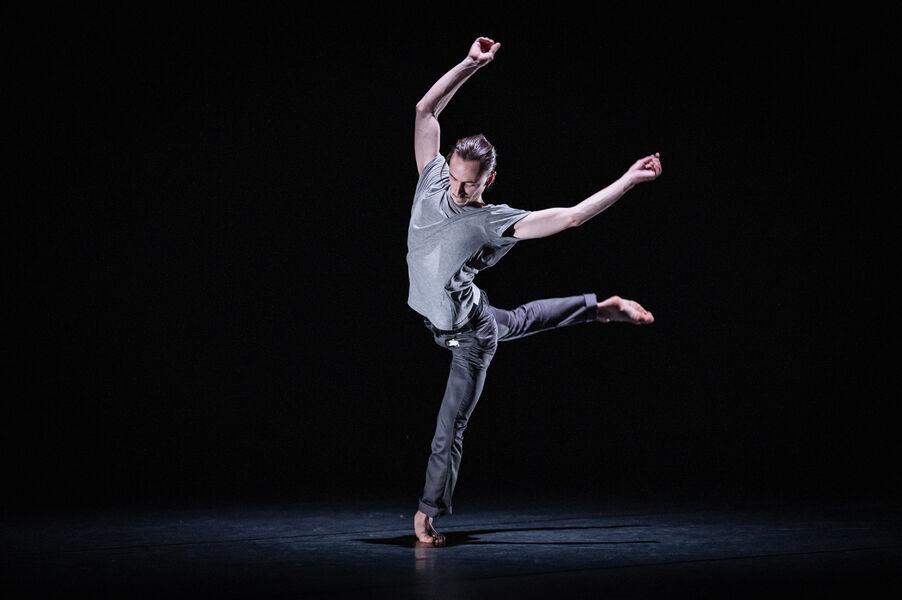 Danse: «Emprise» Maxime Cozic à Ollioules - 0
