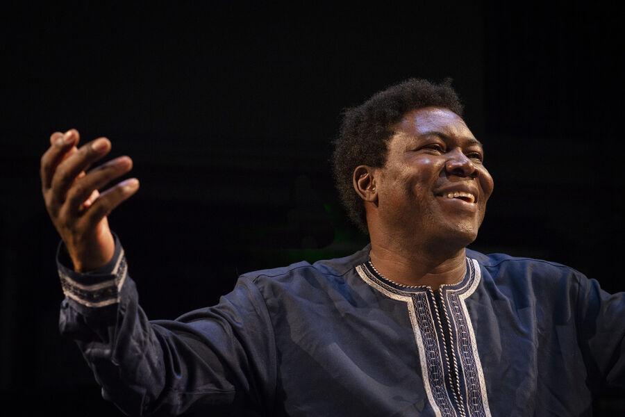 Théâtre «Traces _ Discours aux Nations Africaines» d'Etienne Minoungou à Ollioules - 0