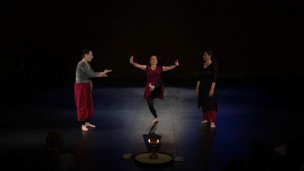 Théâtre: » Le chant du pied – Voyage en Kathakalie» de Kathakali girls à Ollioules - 0